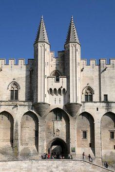 Facade du palais des papes a avignon guide touristique du vaucluse paca
