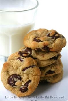 Overnight Molasses Chocolate Chip Cookies Molasses cookies just makes everything better :) Chocolate Chip Banana Bread, Best Chocolate Chip Cookie, Chocolate Chip Cookies, Molasses Cookies, Peanut Butter Cookies, Sweet Soul, Cookie Monster, Christmas Treats, I Love Food