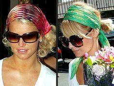 Jessica Simpson e Nicole Richie con un foulard a fantasia.