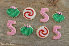 Moana and tropical themed sugar cookies Moana Birthday, 3rd Birthday, Birthday Party Themes, Royal Icing Cookies, Cupcake Cookies, Sugar Cookies, Moana Cookies, Luau Theme, Moana Party
