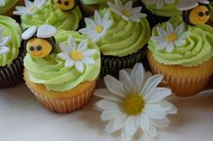 Bumble Bee/daisy Cupcakes  on Cake Central                              …