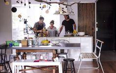 Una cocina amplia que invita a compartir el espacio