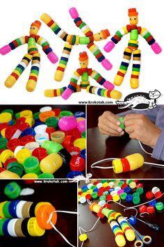 rolhas de plástico transformadas em brinquedos