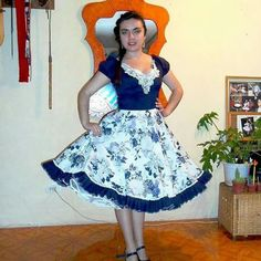 Resultado de imagen para vestidos de cueca profesionales Dance Outfits, Dance Dresses, Cute Outfits, Square Skirt, Fashion Dictionary, Work Attire, Beautiful Dresses, Dress Up, Ballet Skirt