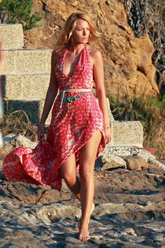 """Blake Lively Pictures & Photos - Blake Lively goes for a stroll in a slinky red dress on the beach in Los Angeles while shooting a scene for her upcoming film """"Savages"""" Blake Lively Savages, Mode Blake Lively, Blake Lively Style, Estilo Gossip Girl, Blake Lovely, Gossip Girl Outfits, Actrices Sexy, Most Beautiful Women, Carrie"""