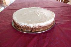 Mes gourmands de fils voulaient un très bon gâteau, je crois que j'ai atteint l'objectif. En tout il y a 5 couches...., une dacquoise, un croustillant praliné, et 3 ganaches: chocolat noir, chocolat au lait, chocolat blanc La dacquoise - 3 blancs d'oeufs...