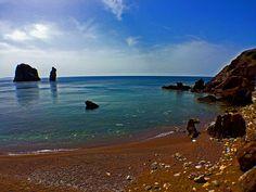 La Sardegna è una terra bellissima, che mi ha fatto riassaporare in questi giorni, il profumo della brughiera mediterranea, che non sentivo da anni. Gentile e forte, come le persone che essa produce, la Sardegna è al tempo stesso martoriata dall'incuria secolare dei nostri governanti. Dalla follia…