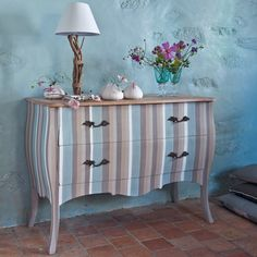 Painting old furniture - The world of interior design and decoration is the sea of capricious and subjective. Painting Old Furniture, Hand Painted Furniture, Recycled Furniture, Furniture Projects, Furniture Makeover, Wood Furniture, Furniture Design, Recycled Lamp, Striped Furniture