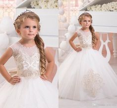 2016 New Flower Girls Dresses For Wedding Jewel Neck Short Sleeves Princess Lace Appliques Sashes Bow Children Kids Party Communion Gowns Online with $82.42/Piece on Yes_mrs's Store | DHgate.com