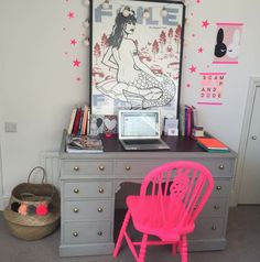 Jo Tutchener-Sharp's creative home office, with neon pink chair Restaurant Tables And Chairs, Interior Plants, Interior Design, Pink Houses, Kids Branding, Tidy Up, Creative Home, Home Office Decor, Home Decor Items