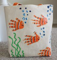 Little Mama Hen: Summer Totes - So So Projects - Muttertag Diy For Kids, Crafts For Kids, Arts And Crafts, Toddler Crafts, Preschool Crafts, Fish Handprint, Sacs Tote Bags, Canvas Letters, Blank Canvas