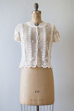 vintage lace crochet button up blouse Vintage Outfits, Vintage Fashion, Vintage Clothing Online, Linens And Lace, Lace Tops, Feminine Style, Vintage Tops, Mantel, Crochet Blouse