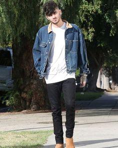 HIS HAIR!! MY CUDDLY BABY ZAYNIE! Out in West Hollywood Zayn Malik Tumblr, Zayn Malik Style, Zayn Malik Photos, Zayn One Direction, Zany Malik, Streetwear, Outfits Hombre, Poses For Men, Grunge