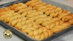 Σήμερα δοκιμάζουμε την κλασική συνταγή για κουλουράκια πορτοκαλιού που αρέσουν σε όλους μας! Κάνουμε την νηστίσιμη τους εκδοχή και μπορείτε να τα απολαύσετε είτε με το καφεδάκι σας είτε σκέτα! ΥΛΙΚΑ 200 γρ ζάχαρη 200 ml σπορέλαιο 200 ml Greek Desserts, Greek Recipes, Greek Cookies, Desserts With Biscuits, Orange Cookies, Cookie Recipes, Food And Drink, Treats, Snacks