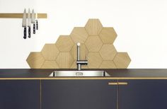 The hexagonal tiles in oak veneer are custom made and used as a simple, but practical wall decoration.They were originally designed for our carpenter kitchen Ribegade, but are now produced as a stand-alone product. The hexagon tiles are popular as they Aga Kitchen, Tidy Kitchen, Kitchen Backsplash, Kitchen Ideas, Custom Kitchens, Home Kitchens, Modern Kitchens, Interior Design Tips, Interior Design Kitchen