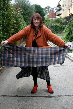 Communing With Fabric: Self Drafted - TableCloth Skirt (with Tutorial)