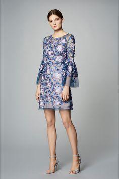 Guarda la sfilata di moda Marchesa Notte a New York e scopri la collezione di abiti e accessori per la stagione Pre-Collezioni Autunno-Inverno 2017-18.