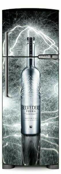 Envelopamento Man Cave, Vodka Bottle, Latte, Furniture Design, Alcohol, Diy, Stickers, Home Decor, Wall Papers