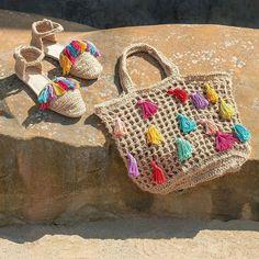 Marvelous Crochet A Shell Stitch Purse Bag Ideas. Wonderful Crochet A Shell Stitch Purse Bag Ideas. Crochet Shoes, Love Crochet, Knit Crochet, Crochet Shell Stitch, Filet Crochet, Crochet Handbags, Crochet Purses, Crochet Bags, Crochet Designs