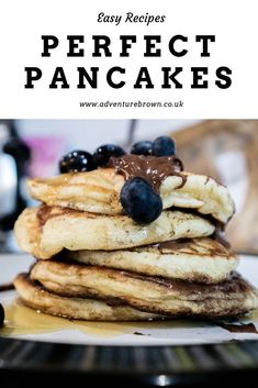 There isn& anything more perfect that a pancake recipe, but not just any recipe. learn how to make the perfect pancakes here Delicious Breakfast Recipes, Savory Breakfast, Sweet Breakfast, Breakfast Ideas, Quick Pancake Recipe, Pancake Restaurant, Pancakes For Two, American Pancakes, Homemade Waffles
