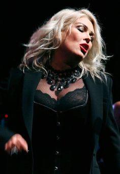 Kim Wilde, Pop Singers, Older Women, Music Bands, Concert, Amazing Women, Rock And Roll, Makeup Looks, The Incredibles