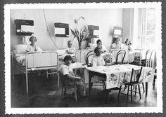 Blick in die Mädchenstube, Mädchenkrankenzimmer, des Bürgerspital Basels, um 1930.