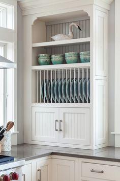 Kitchen plate rack cabinet