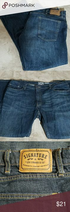 Levi Strauss Jeans 40X30 Levi Strauss Jeans, Signature straight, 40X30, dark with dirty wash color.  Like new condition Levi's Jeans Straight