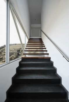 Escaleras: Casa en Las Palmeras - Artadi Arquitectos #arquitectura