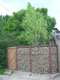 Name: Heather & JoshLocation: Chicago, ILType of space: Back yard patio and fence