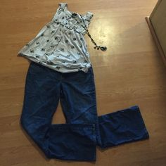 Diva style boot cut jeans Boot cut jeans perfect for summer.  Pair with a tank top and wedges! Old Navy Pants Boot Cut & Flare
