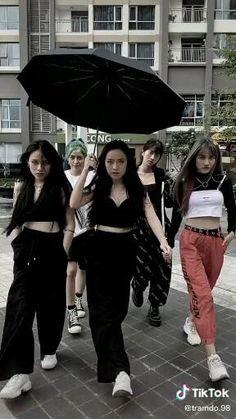 Jen Videos, Some Funny Videos, Cute Funny Baby Videos, Funny Videos For Kids, Feel Good Videos, Korean Girl Photo, Cute Korean Boys, Korean Girl Fashion, Dakota Johnson Street Style