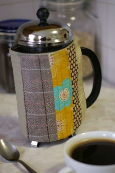 Keep+your+coffee+warm+and+your+French+press+protected+with+this+striped+patchwork+cozy!