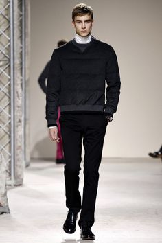 http://www.style.com/fashionshows/complete/slideshow/F2013MEN-HERMES/#21