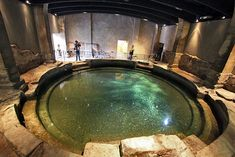 PHOTO: Circular plunge pool at Roman Baths in Bath, England - Roman soldiers and civilians from all over ancient Europe would have mingled in this circular bath, - Ancient Ruins, Ancient Rome, Ancient History, Mayan Ruins, Ancient Greek, Roman Architecture, Ancient Architecture, Roman Bath House, Roman Pool