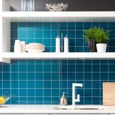 #Kücheninspiration! Super schöner Spritzschutz aus #Laminat. Lässt sich auch ganz einfach über dem alten Fliesenspiegel anbringen. Hier schon für 87,50€! Damit ist die Küchenrenovierung komplett!