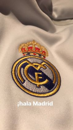 Real Madrid Logo Real Madrid Cr7, Real Madrid Logo, Real Madrid Players, Real Madrid Wallpapers, Sports Wallpapers, Disney Tapete, Ronaldo Jersey, Real Madrid Football Club, Santiago Bernabeu
