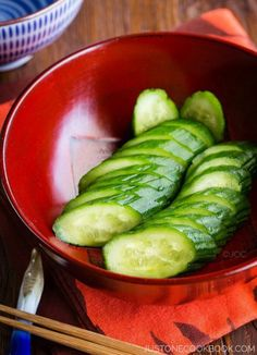 Crunchy and refreshing Japanese pickled cucumber made with just a few simple ingredients: salt, sugar, and Japanese mustard. Easy Japanese Recipes, Japanese Dishes, Japanese Food, Asian Recipes, Vietnamese Recipes, Japanese Meals, Japanese Kitchen, Asian Foods, Chinese Recipes