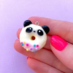 I just love how this panda donut turned out!it's too adorable to eat lol. Fimo Kawaii, Polymer Clay Kawaii, Polymer Clay Charms, Kawaii Crafts, Polymer Clay Art, Polymer Clay Miniatures, Polymer Clay Projects, Polymer Clay Creations, Diy Clay