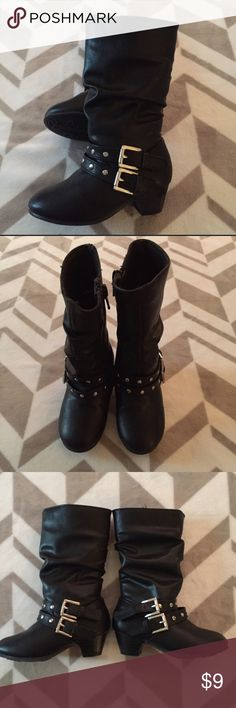 🌸 Size 6 Black Boots Size 6 Black Boot with slight Heel Worn once Great condition Zipper Closure Shoes Boots