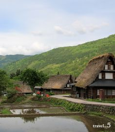 Goyakama Ainokura village in the Japanese Alps. Looks like a beautiful illustration but it is also a Unesco World Heritage site whose people make crafts paper like washi paper and other pieces of traditional art. The Gassho-style houses are a must-visit when looking for the traditional japan travel experience. Keep reading to see what we did and what you shouldn't miss there