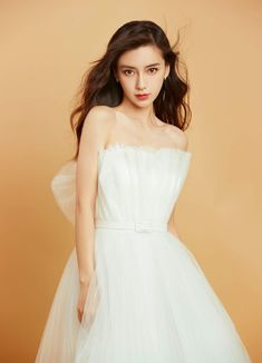 China Entertainment News: Angelababy poses for photo shoot Pretty Asian Girl, Beautiful Asian Girls, Beautiful Women, Girl Drawing Pictures, Women In China, Angelababy, Chinese Model, Chinese Actress, Parisian Style
