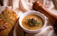 Σούπα με λευκά φασόλια , αρνάκι και δεντρολίβανο