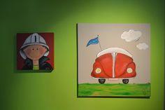 Schilderijtje kever. Handgemaakt schilderijtje met retro kevermodel, de naam van het kind kan op het vlagje worden geschreven. #schilderijtje #kinderkamer #Decodomus