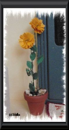Miniature Sunflower Tutorial using Construction Papers