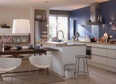 Kücheninsel Mit Angegliedertem Esstisch