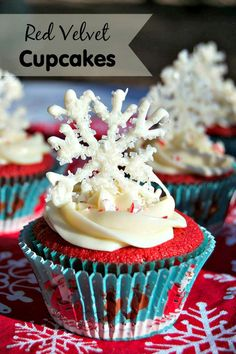 Red Velvet Cupcakes with white chocolate snowflakes are a festive and fun dessert to serve for the holidays. Your guests will love how they look and taste! Christmas Desserts, Christmas Baking, Fun Desserts, Dessert Recipes, Christmas Tablescapes, Christmas Goodies, Christmas Recipes, Christmas Time, Cake Recipes