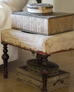 Decor, Shabby Style, Decorative Boxes, Redo Furniture, Dollhouse Furniture, Vintage House, Old Boxes, Chic Decor, Vintage Vignettes