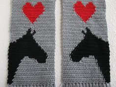 Gray Horse Scarf. Grey knit and crochet scarf with por hooknsaw