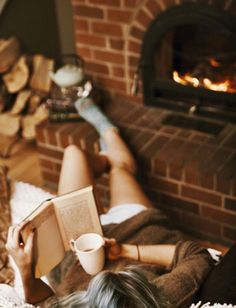 Uploaded by Mukabatii. Find images and videos about winter, book and coffee on We Heart It - the app to get lost in what you love. Good Books, Books To Read, Reading Books, Autumn Aesthetic, Woman Reading, Mood, Warm And Cozy, Cozy Winter, Autumn Cozy